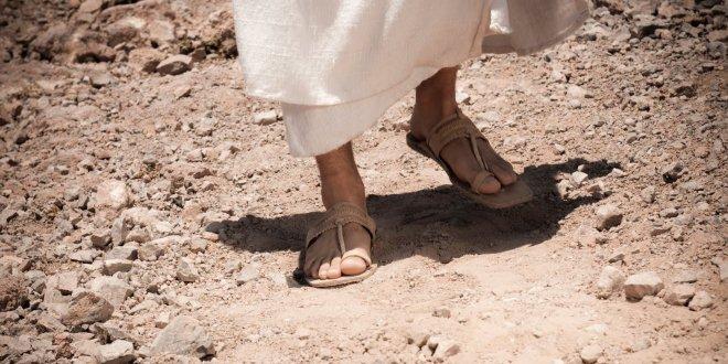 A poeira na Sandália do nosso Salvador Jesus.