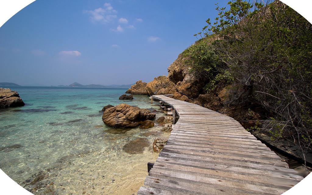 Praia Ilha Kho Kham - Vindo cedo você pode contornar praticamente toda ilha caminhando.